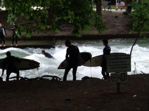 Eisbachsurfen